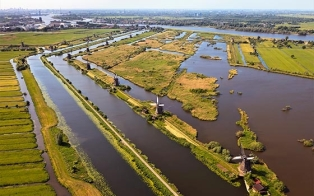 46662_fullimage_birds eye view of unesco site the kinderdijk_560x350