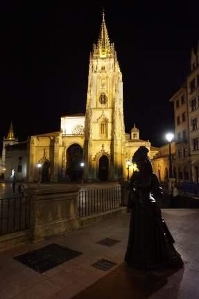 """Estatua de """"La Regenta"""""""