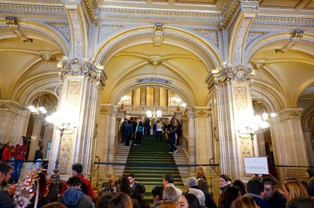 Entrada al interior de la Ópera