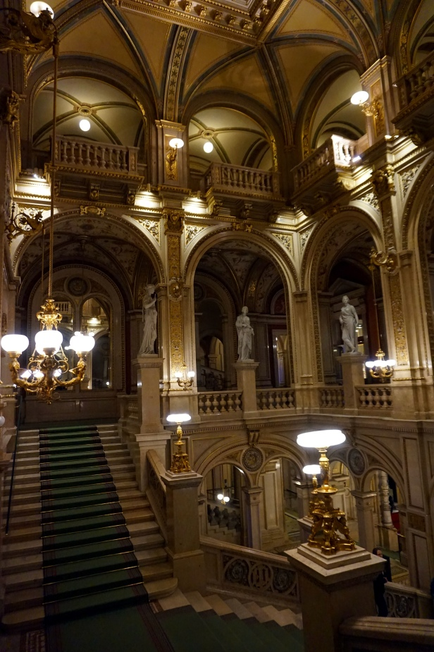 escaleras ópera Viena