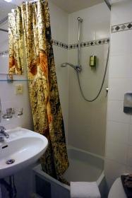 Baño habitación Hotel Enziana Viena