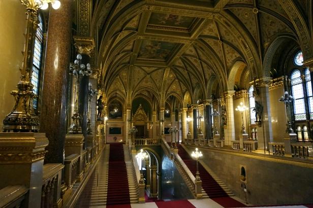 Descansillo Central Parlamento Budapest