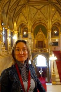 En descansillo central Parlamento Budapest