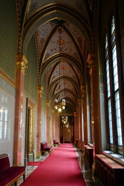pasillo parlamento budapest