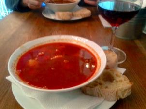 Sopa de goulash en Gastro Bar