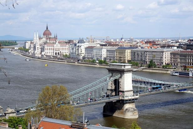 Danubio y puente de las cadenas