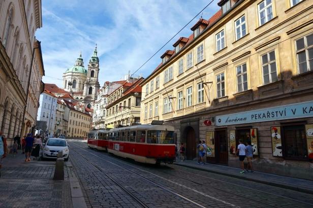 Calle Karmelitská Praga.JPG