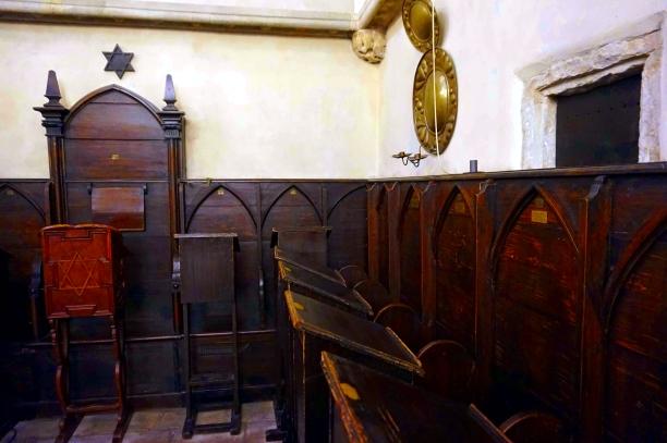 sillas sinagoga vieja