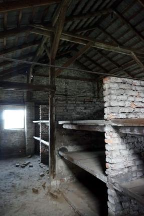 interior barracones birkenau