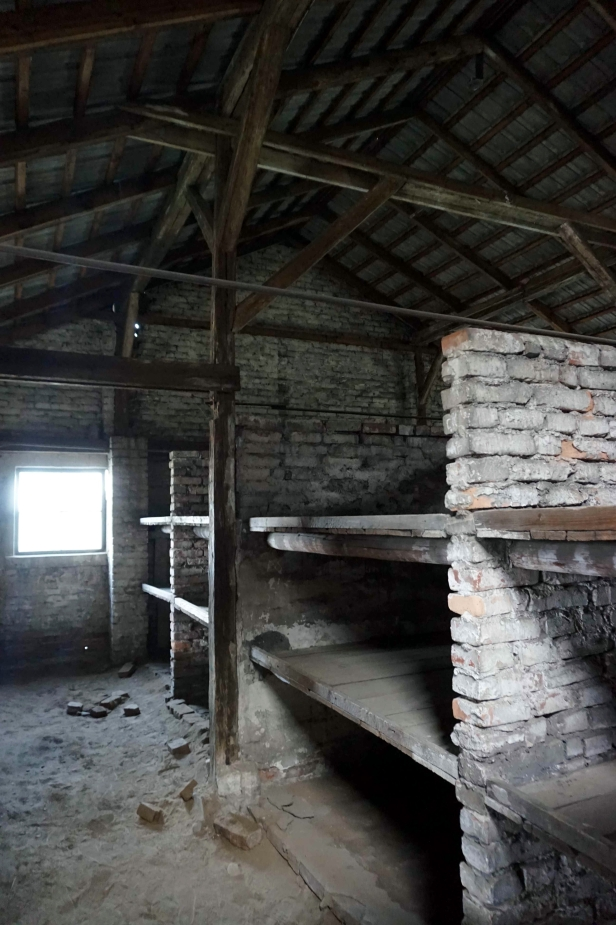 interior barracones birkenau