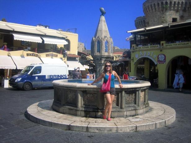 Fuente Plaza Hipócrates